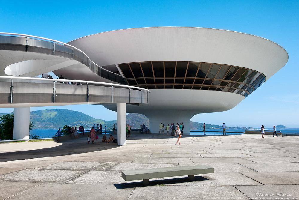 Niteroi Art Museum, Rio de Janeiro. Architect: Oscar Niemeyer © Andrew Prokos