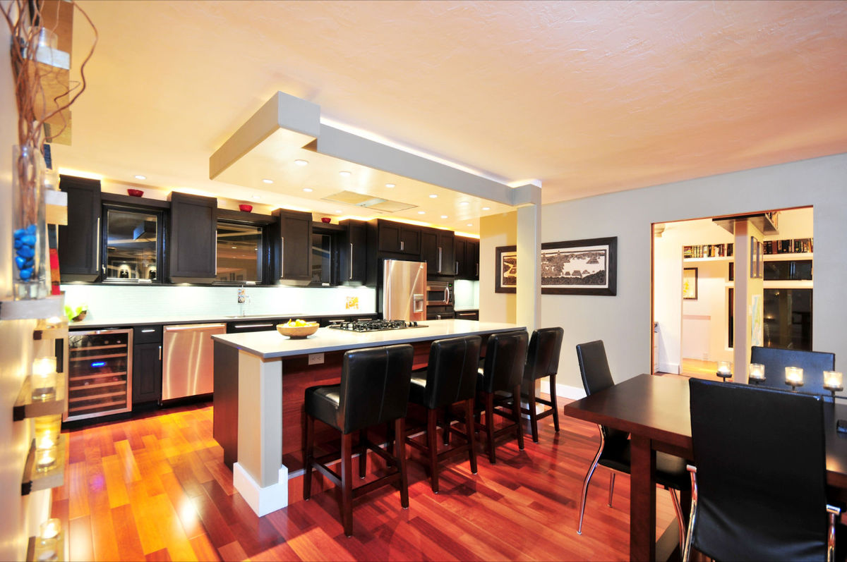 Kitchen/Bar/Office Rms