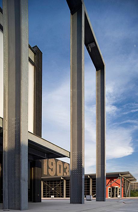 museum colonnade