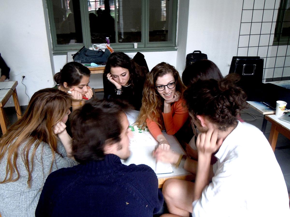 Team discussions during AA Istanbul 2013 (Photo: Elif Erdine)