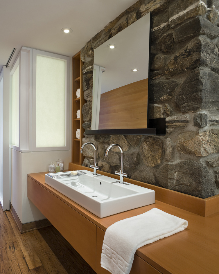 CONNECTICUT LAKE HOUSE – Master bathroom vanity