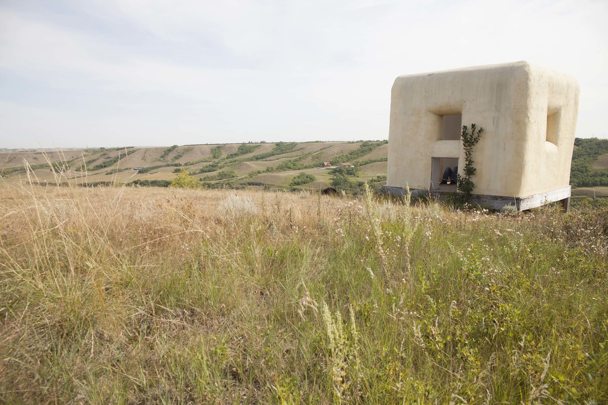 The Straw Bale Observatory (created by Dennis Evans) in the prairie of Saskatchewan, Canada, where Rick Moody listened to a cellist perform for him. Photograph by Ayden L.M. Grout.