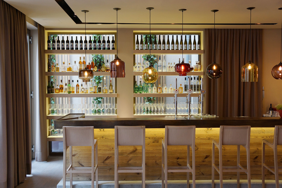 The bar, made of concrete, wood and hammered metal. Behind the rack the