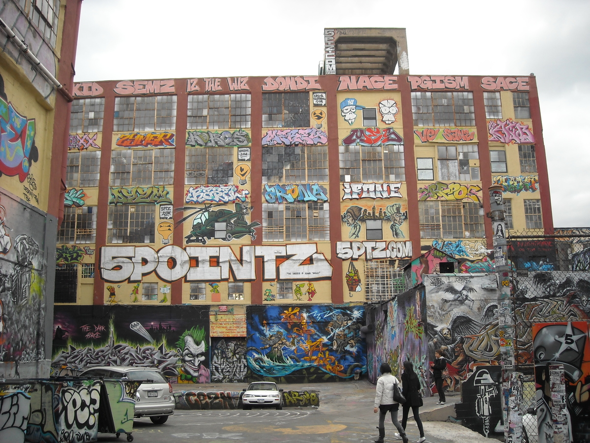 5 Pointz, image via WikiTravel.