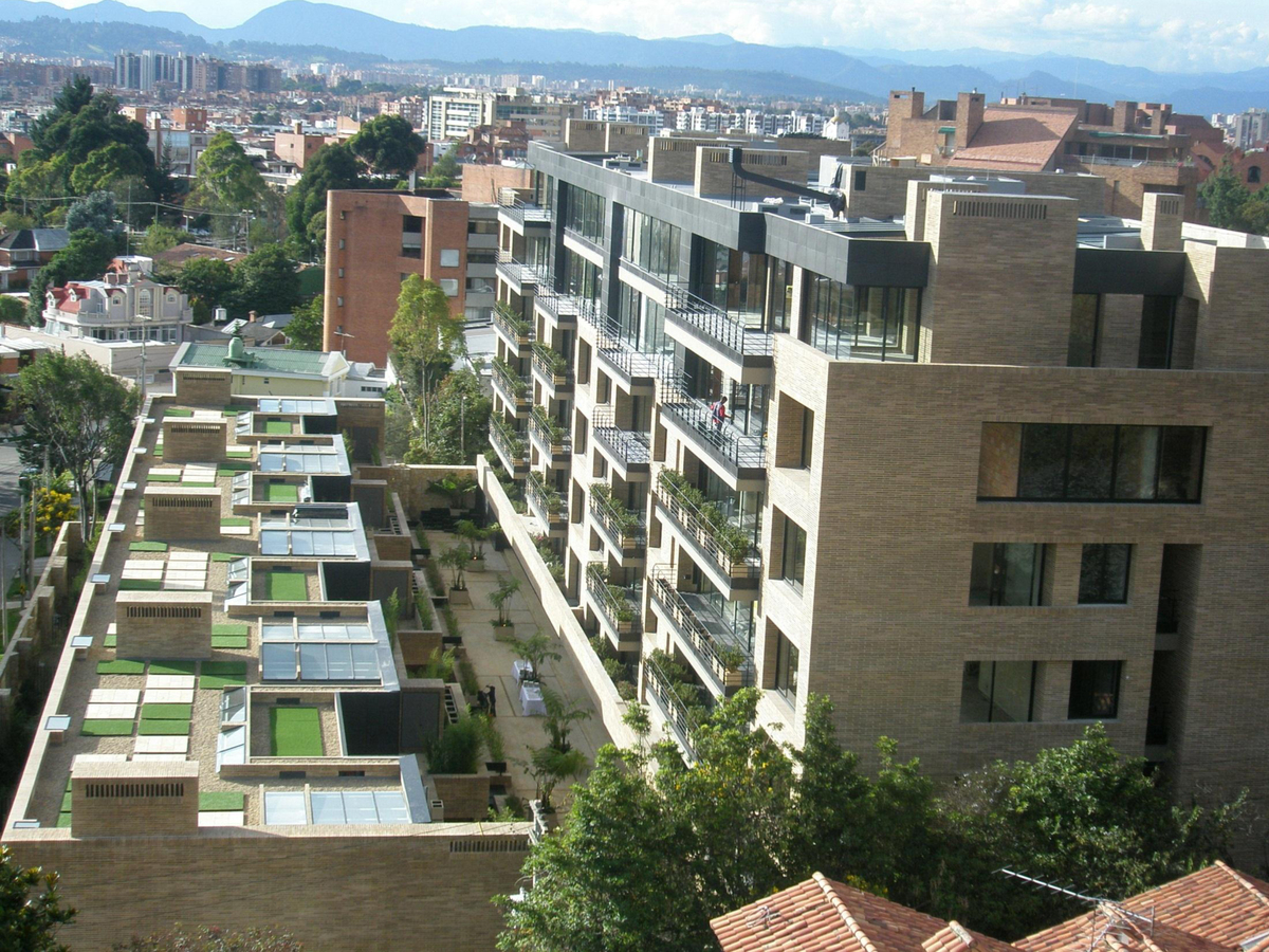 Apartments & townhouses