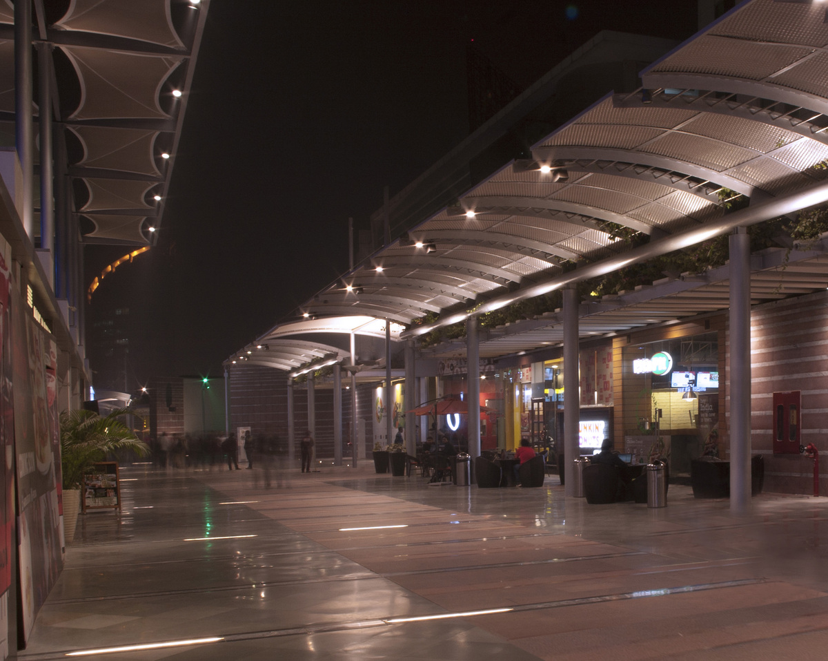 Kiosks in south side of promenade