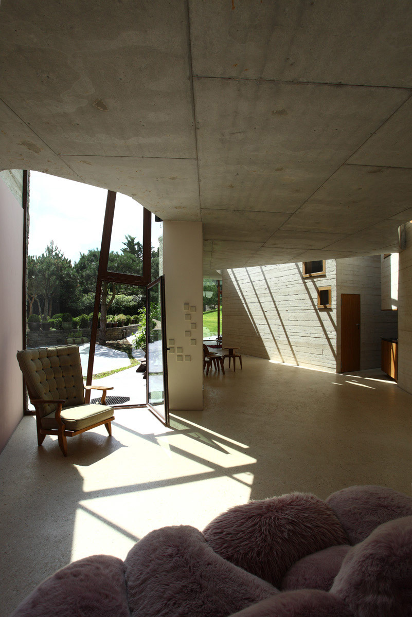 Winner of the 2012 Manser Medal: Maison L by Christian Pottgiesser - architecturespossibles (Photo: George Dupin)
