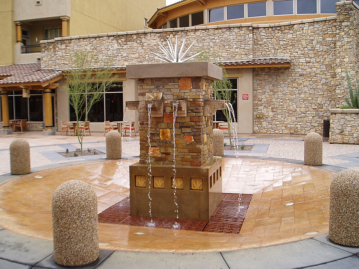 mainstreet fountain as focal to mainstreet