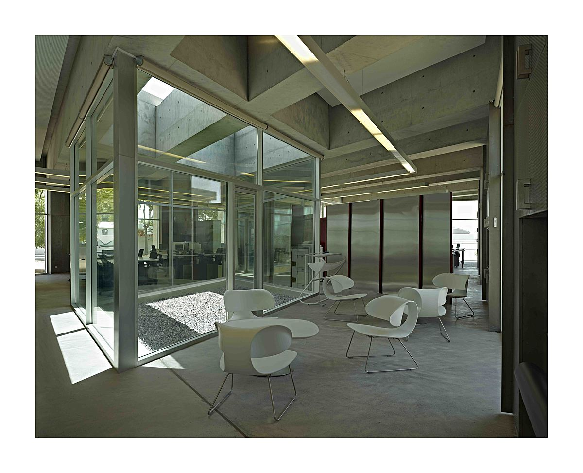 Lounge area + Courtyard