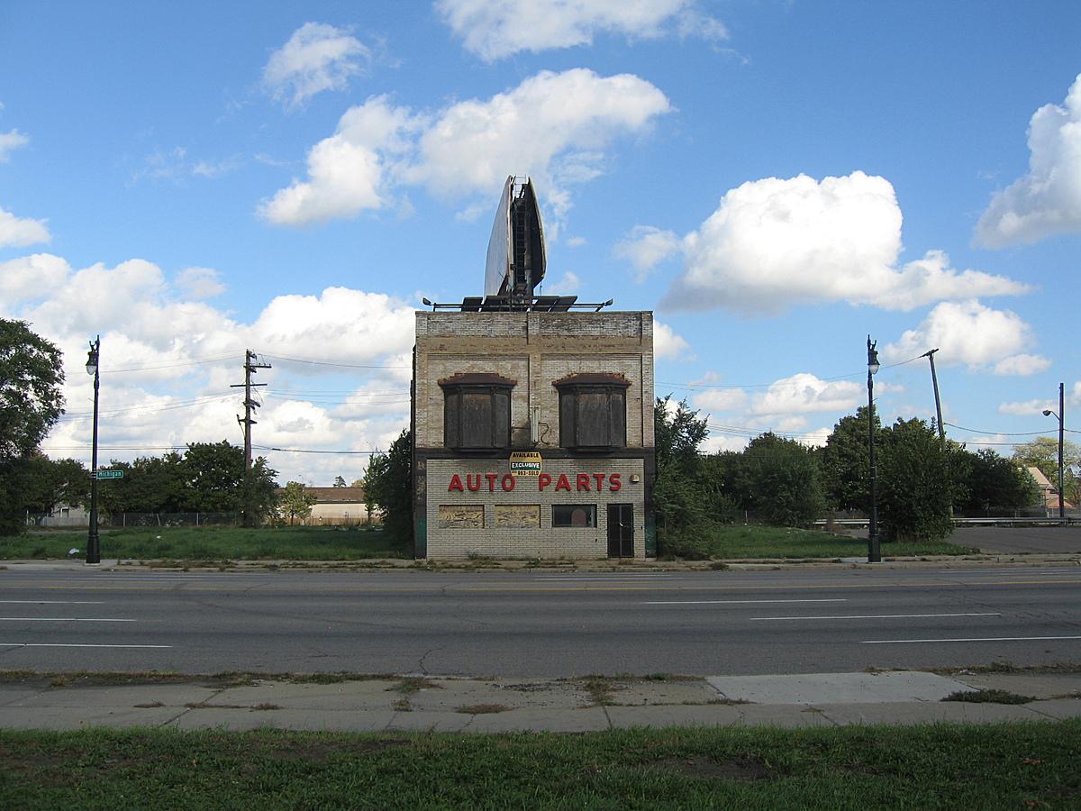 Abandoned auto parts store on Michigan Avenue