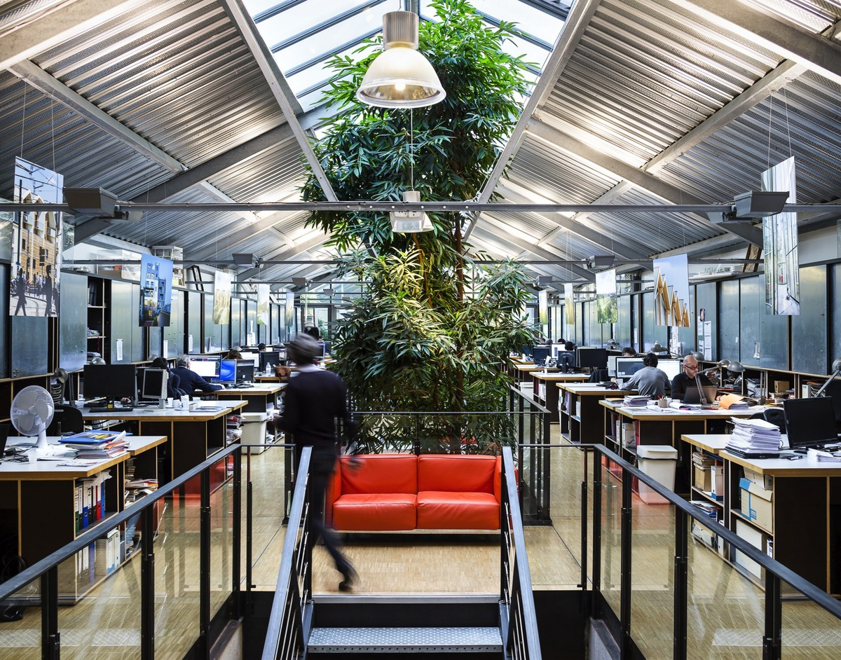 Archi5, Paris office. In present location since: 2006. Staff: 4 partners, 30 employees. Former use of building: Printer of vinyl record sleeves. Size: 900 m². Photo credit: Marc Goodwin/Archmospheres + Mathieu Fiol.