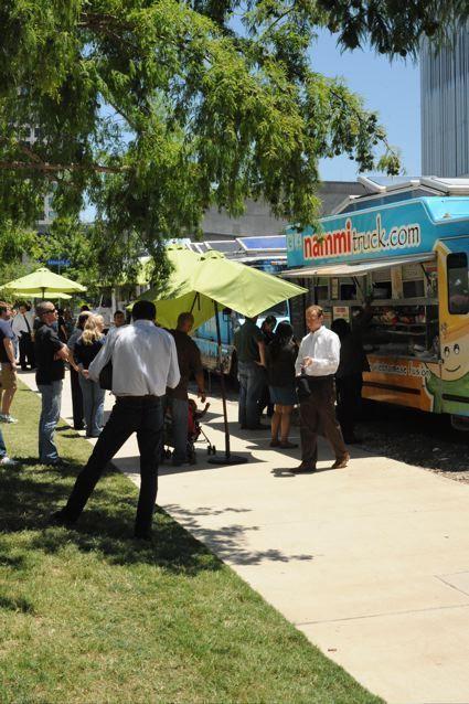 Food truck, Dallas Arts District via Larry Speck.