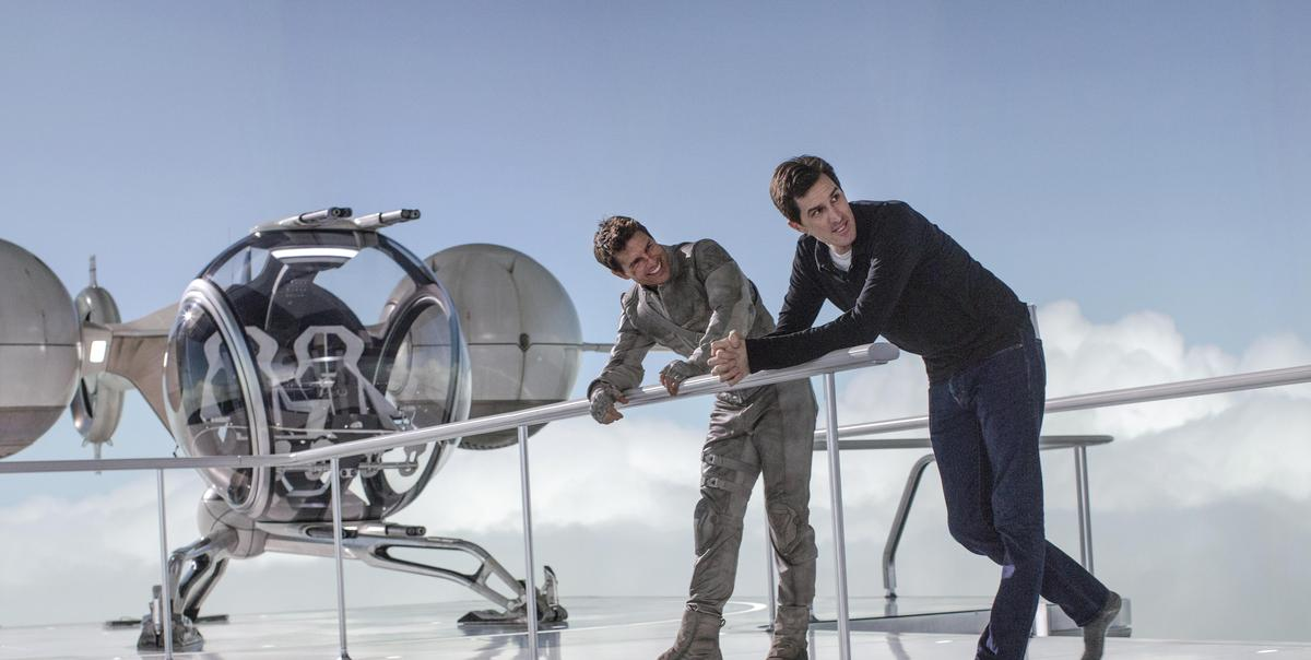 Joseph Kosinski and Tom Cruise, on the set of Oblivion
