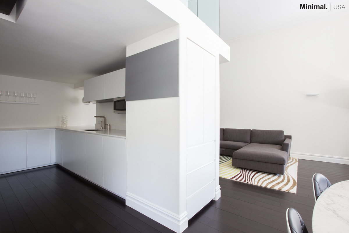 On the short side, the shelf of the same material of the kitchen, blends in with the wall.