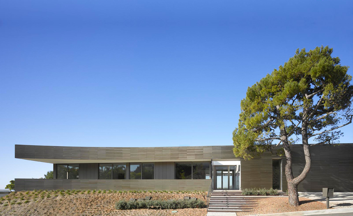 The exterior of the home includes a 9' motorized front door panel. Image courtesy of SPF:architects