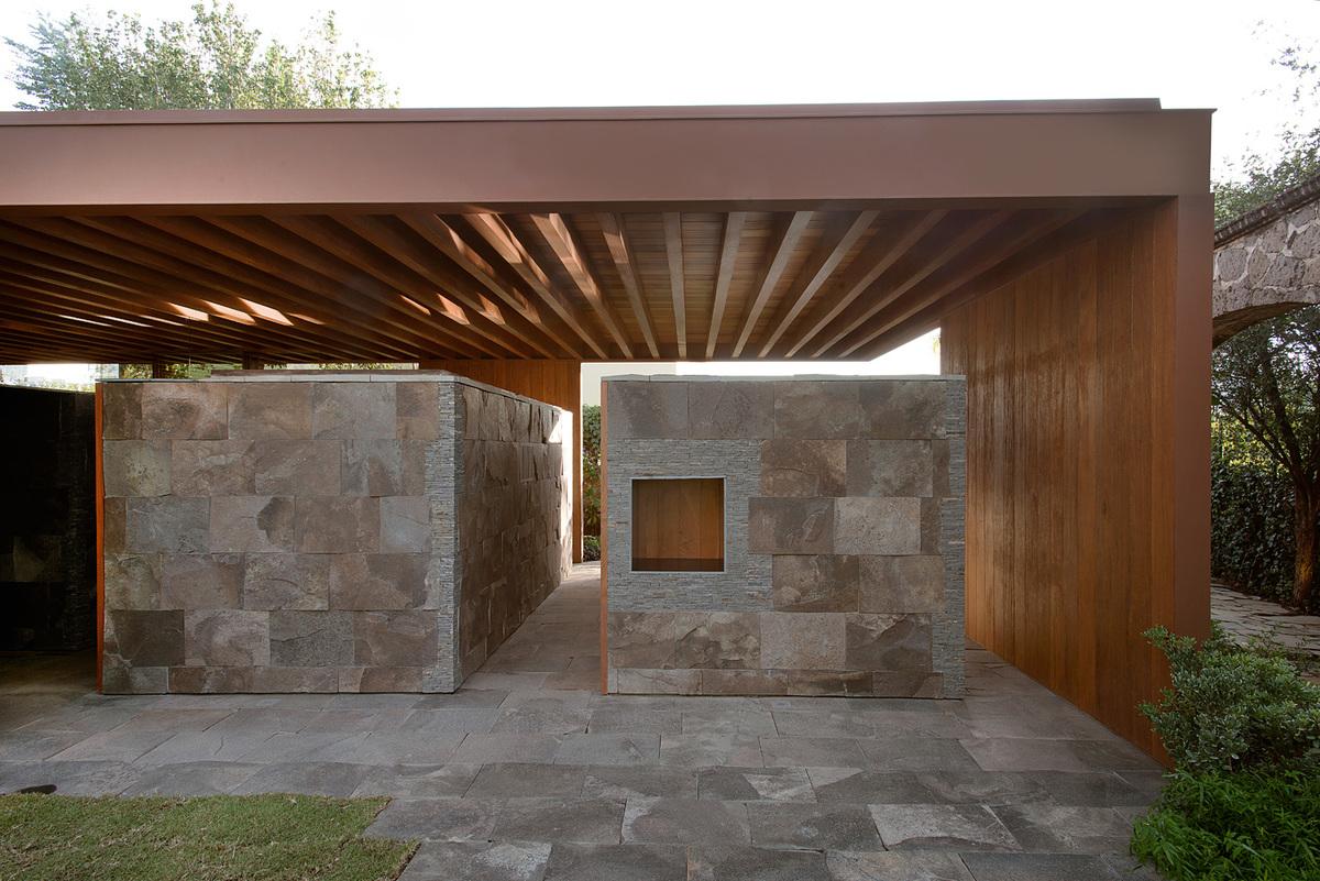 Estudio Macías Peredo: Terrace   photo: Jaime Navarro