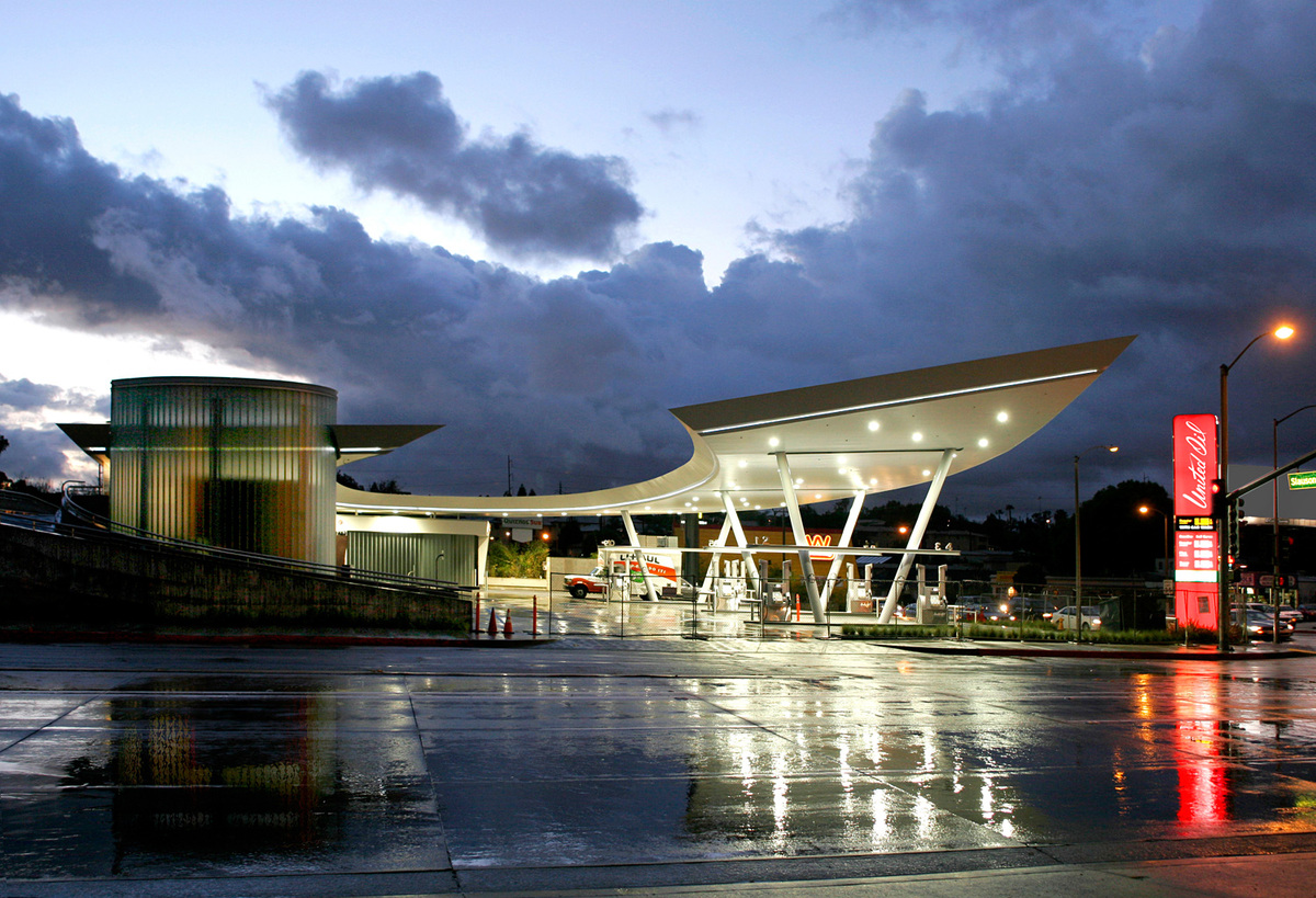 United Oil Fueling Station, Los Angeles, CA, Architect: Kanner Architects © Nico Marques/Photekt