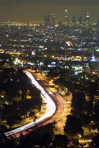 Nighttime view of the 101 Hollywood Freeway and Downtown Los Angeles in the distance. (Photo: Thomas Pintaric/Wikipedia)