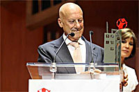 Lord Foster accepting the Save the Children Award at a ceremony in Madrid (Image: Foster + Partners)