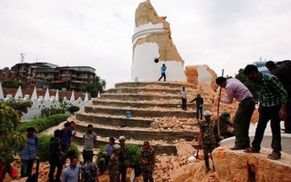 Nepal : 7.5 magnitude earthquake strikes. How can we help rebuild such a place?