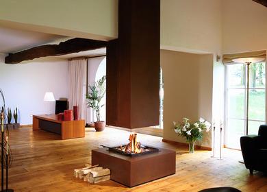 Free Hanging Fireplace / cheminée suspendue