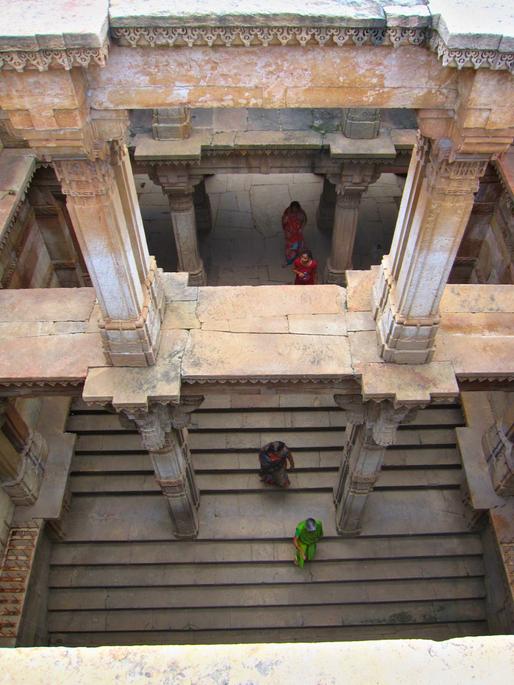 Women descending Adalaj Vav