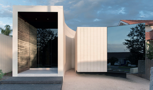Duality + tension = elegance in the Ivanhoe House