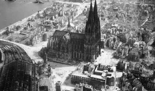 Architecture as Visual Device -> Cologne cathedral to switch off lights