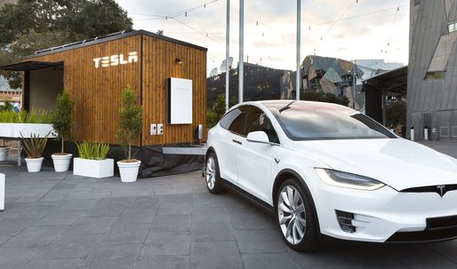 Tesla's 'Tiny House' goes on roadshow to promote its solar tech