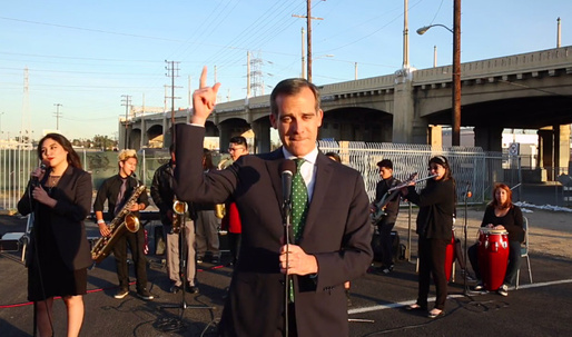 LA mayor Eric Garcetti slow-jams 101 freeway closure announcement