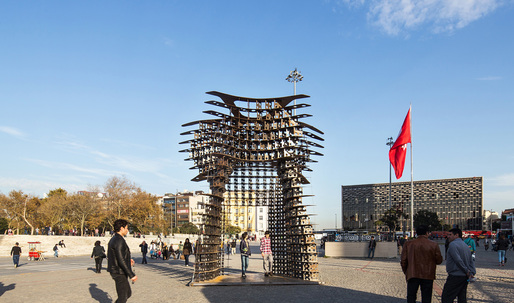 """""""Serra Gate"""" salutes to Taksim Square protests in Istanbul, will tour city next year"""