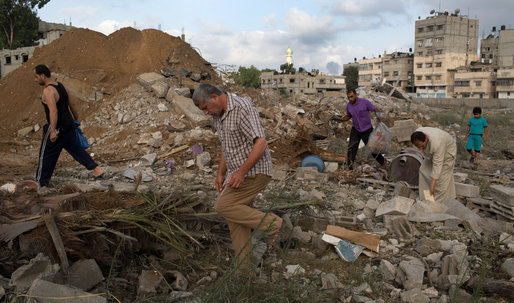 Thousands of Palestinians Flee Northern Gaza as Israel Continues its Bombardment