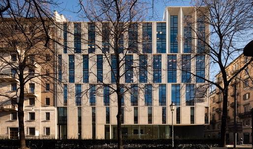 Iotti + Pavarani Architetti-designed office building fills an entire block in Turin
